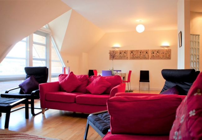 Apartment in Ipswich - 2 Bed Penthouse, Central, Parking, (3rd Flr) 10