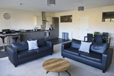 Apartment in Ipswich - 2 Bed/2 Bath, Central East, Parking,...