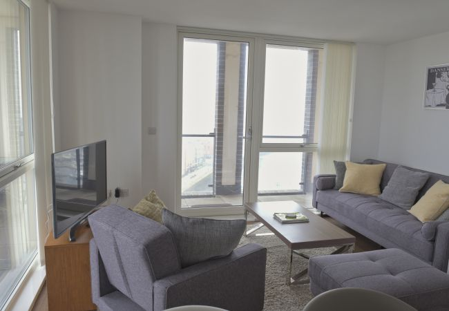 Apartment in Ipswich - 1 Bed Penthouse, Waterfront South, Parking (10th F
