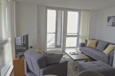 Apartment in Ipswich - 1 Bed Penthouse, Waterfront South,...
