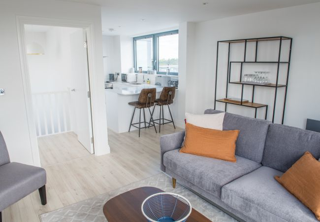 in Ipswich - 3 Bed 2 Bath Penthouse, Waterfront, Parking
